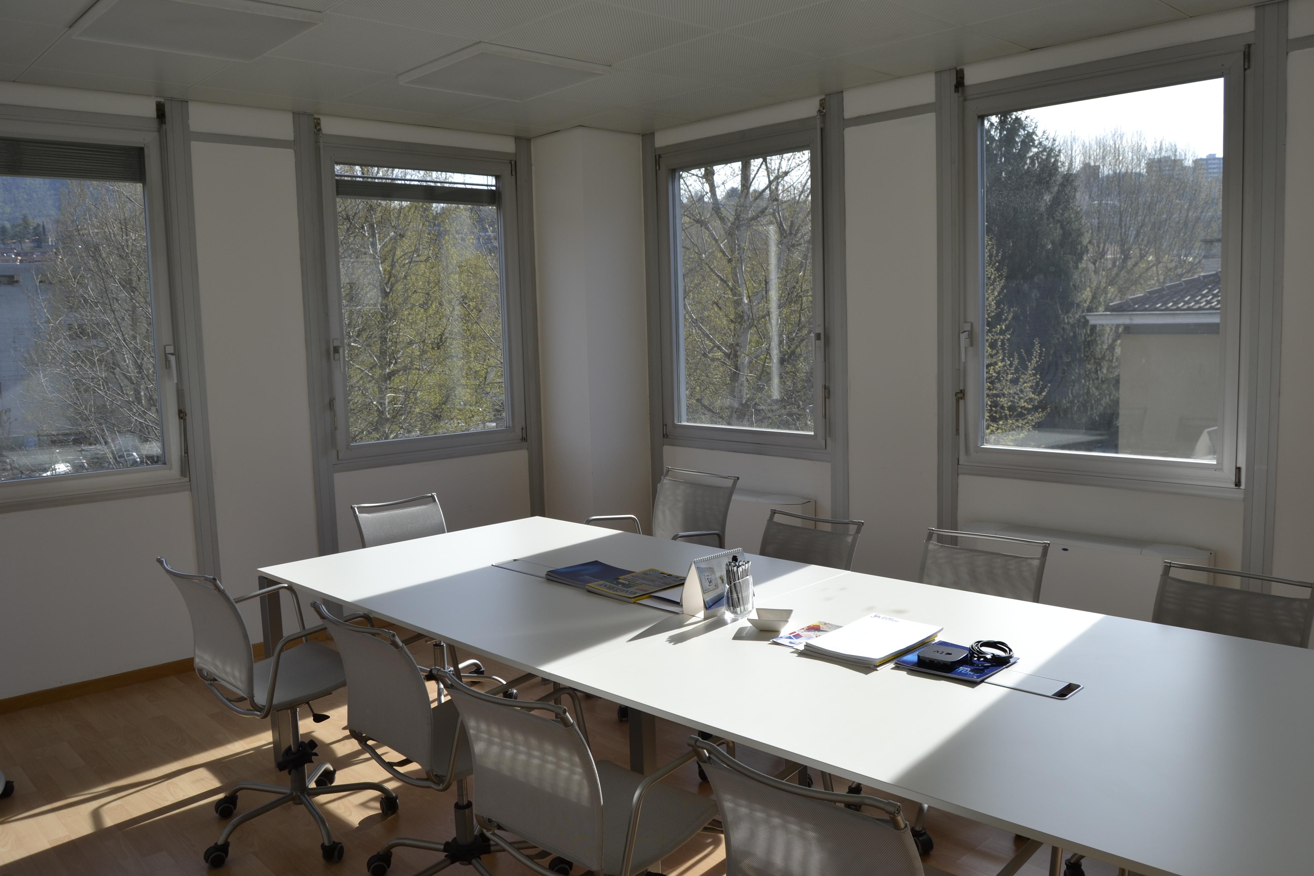Moderni uffici in centro recontam sa for Uffici moderni
